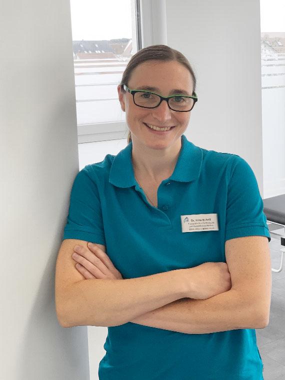 Dr. med. Nina Scholl, Fachärztin für physikalische und rahabilitative Medizin